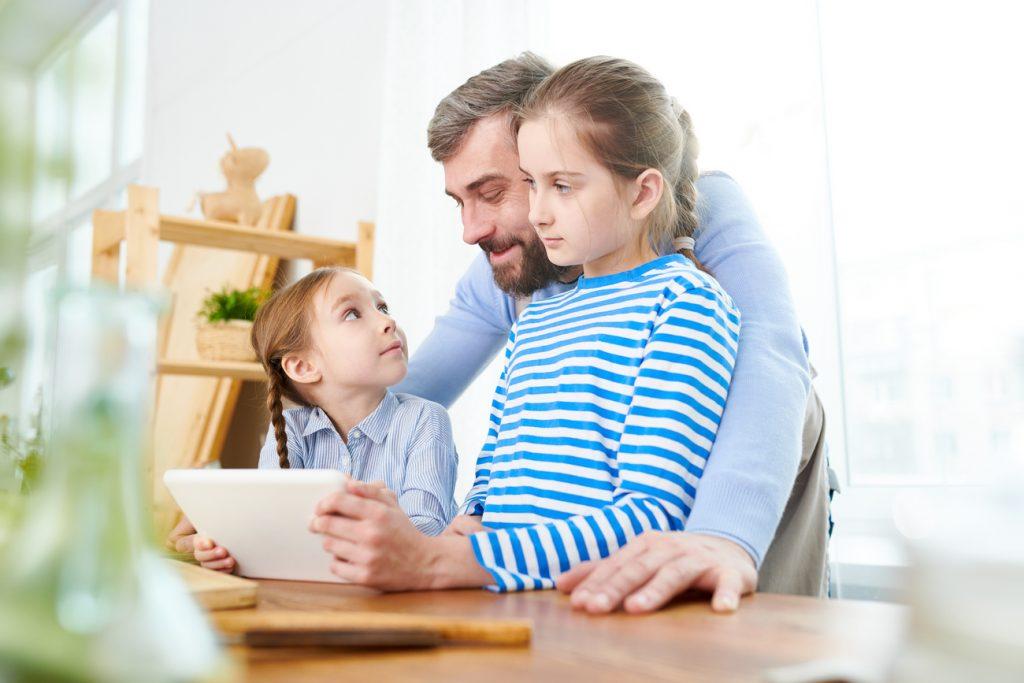 Utrudnianie kontaktu z dzieckiem - jak to wygląda, gdzie zgłosić i co może za to grozić?